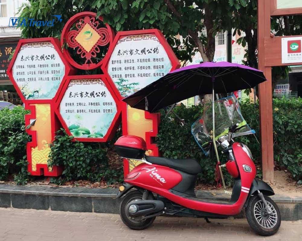 Phương tiện đi lại phổ biến ở Đông Hưng là xe ôm